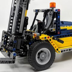 42079: Heavy Duty Forklift Technic Set Review
