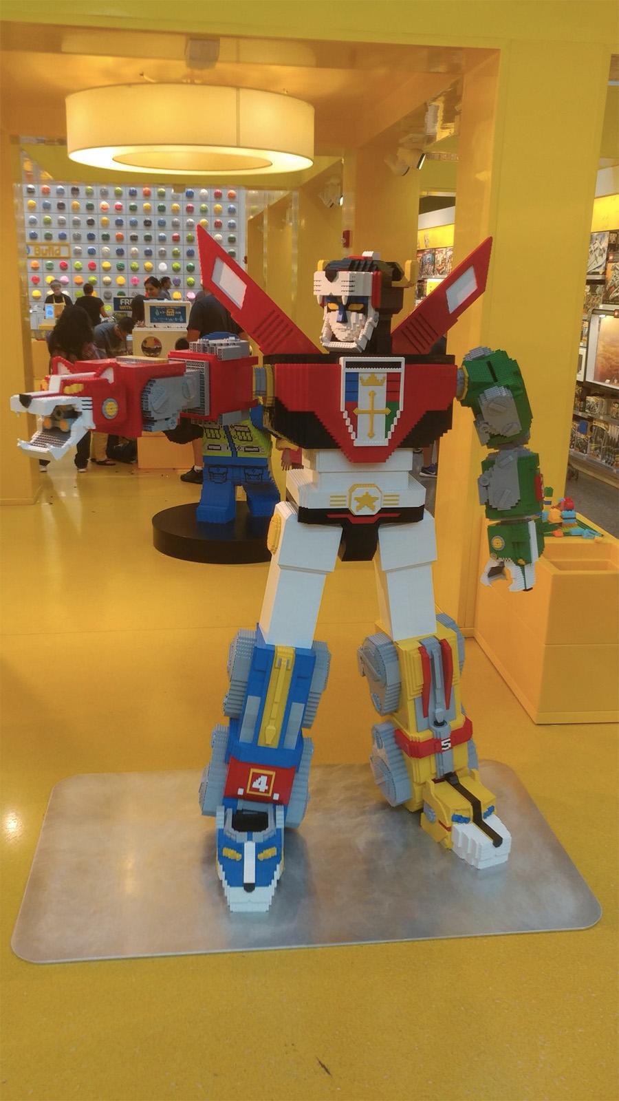 LEGO Big Builds: Voltron Defender Of The Universe | BricksFanz