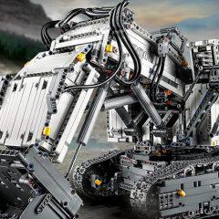 LEGO Technic Liebherr Excavator Official Images